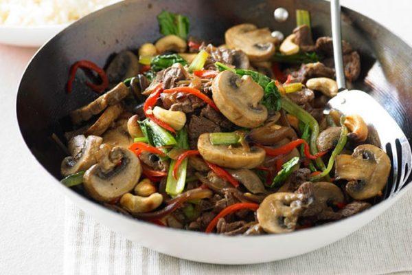 Stir-fried Beef with Mushrooms